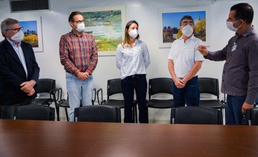 Nucleovet faz doação ao Hospital Regional do Oeste